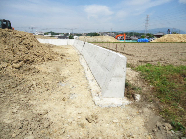 重力式コンクリート擁壁