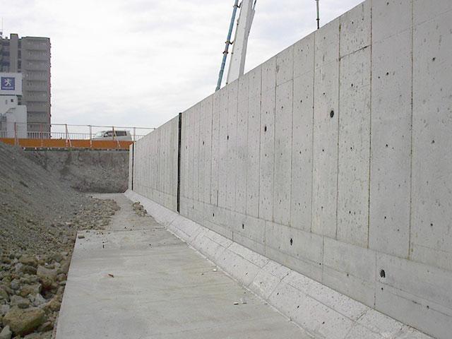 鉄筋コンクリ―トL型擁壁
